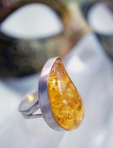 宝石の琥珀の画像