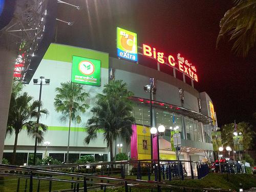 BIG C 店の前の画像