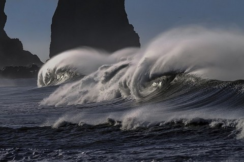 大荒れの波