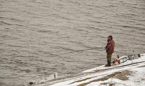 冬の海での釣り