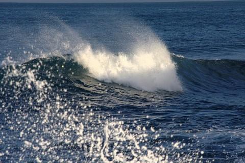 強い波の画像