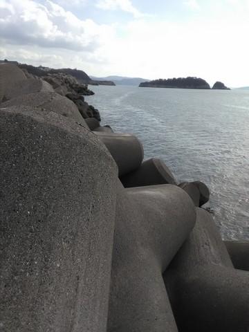 和歌山の太刀魚ポイント 水軒 テトラ1